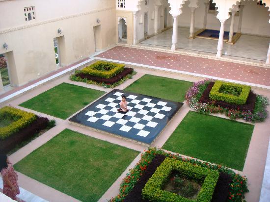 Sardargarh Heritage Hotel: garden area