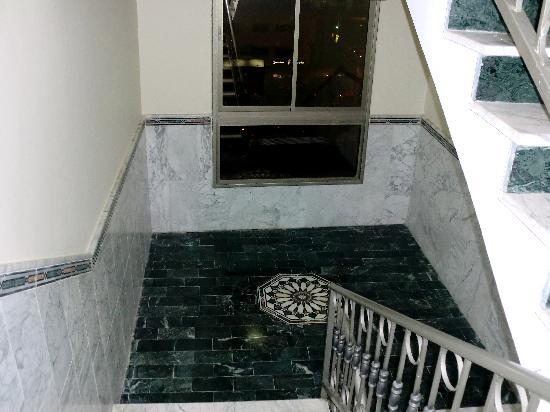 Rae'd Hotel Suites : trappuppgång