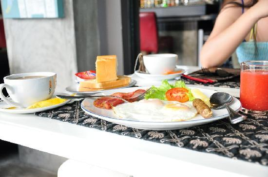 Baipho Boutique Residence Phuket: Simple American Breakfast