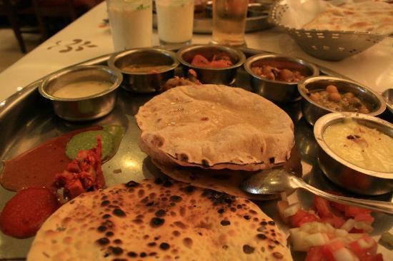 Samrat Veg Restaurant : Gujarati Thali