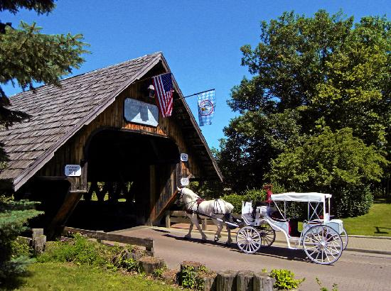 Enjoy a horse-drawn carriage ride through the streets of Frankenmuth