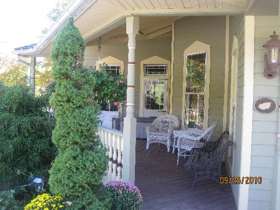 Washington Irving Inn: On the porch