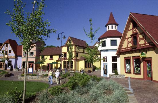 แฟรงเกนมัท, มิชิแกน: Frankenmuth hosts River Place, a beautiful Bavarian-Style Shopping Plaza with over 40 unique gif