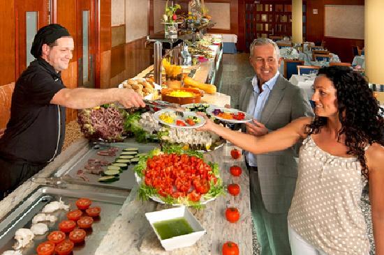 HSM Golden Playa: Show Cooking