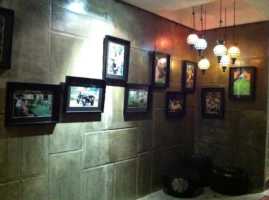 Batik Boutique Hotel: pictures on the wall