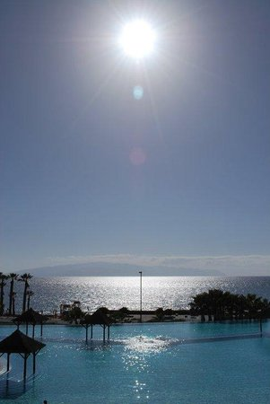 Gran Melia Palacio de Isora Resort & Spa: Infinity pool by sunset