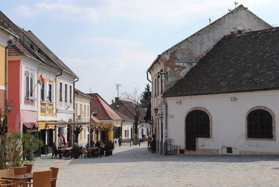 Rockhoppers Private Tours: beautiful town of Szetendre on the danube bend tour
