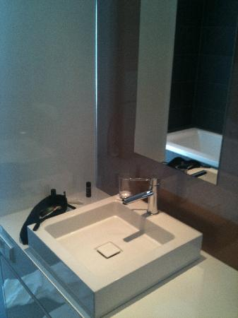 Legere Hotel Luxembourg: The sink