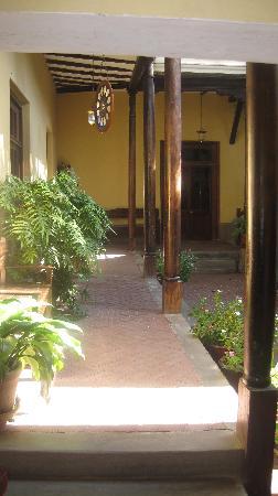 Hosteria San Roque : Entrance Patio & Corridor