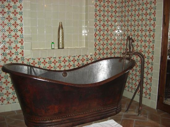 Belmond Casa de Sierra Nevada: awesome tub