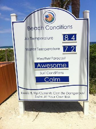 Isla de Singer, FL: Information board at the beach entrance updated daily