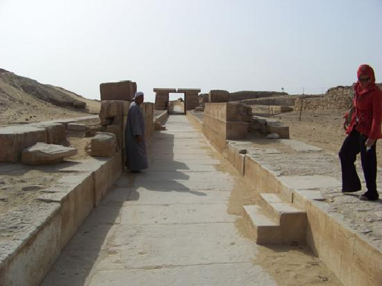 Egypt Queen  Day  Tours: The causeway of Unas, Saqqara