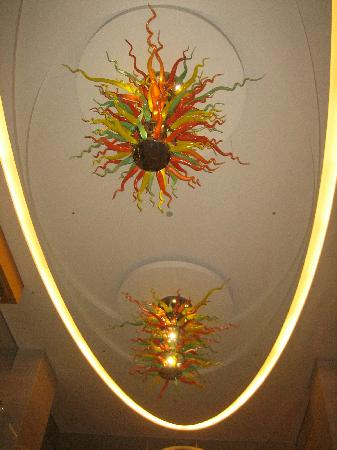 Taipei Garden Hotel : Amazing glass fixtures in the lobby - Dale Chihuly??