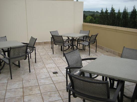San Ramon Marriott: Concierge outdoor area