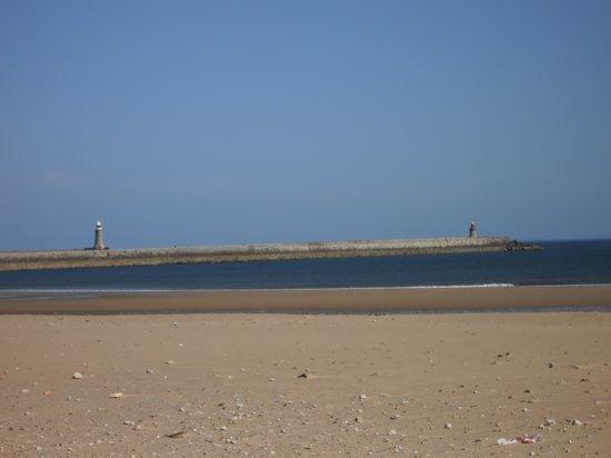 Premier Inn South Shields Port Of Tyne Hotel: Beach at South Shields