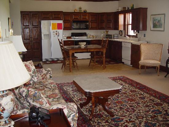 C&W Ranch Bed and Breakfast: Master Suite Living Area