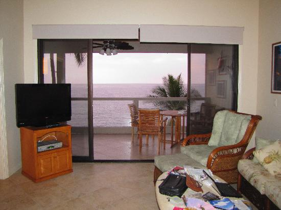 Keauhou Kona Surf & Racquet Club: View from the living room