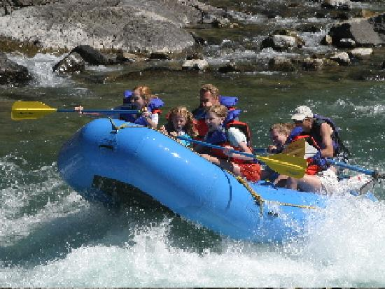 Glacier Guides Lodge: Rafting is one of the many activities you can do while staying here.