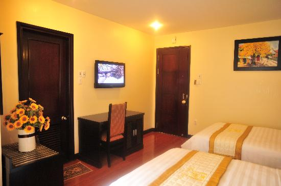 Than Thien Hotel - Friendly Hotel: Twin Deluxe room
