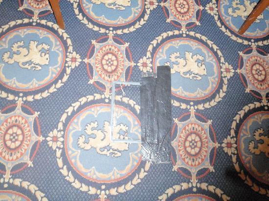 Dunkeld House Hotel: Taped carpet