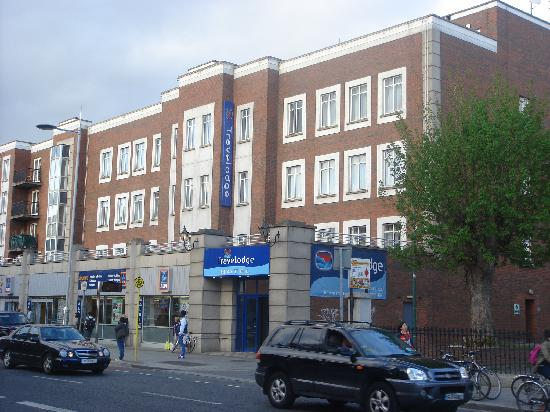 Travelodge Dublin City Centre, Rathmines: A streetview of the hotel