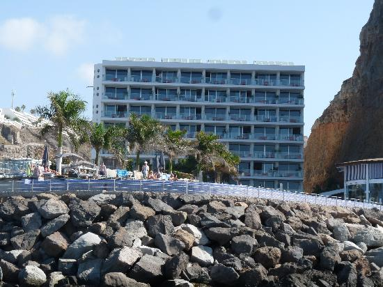 Marina Suites: Hotel from the sea