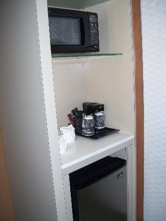 SpringHill Suites Harrisburg Hershey: kitchenette
