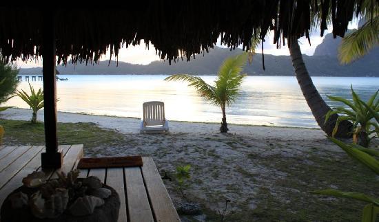 Eden Beach Hotel Bora Bora: Sunset from a beach bure