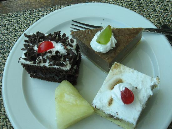 BlueBay Grand Esmeralda: Beautiful, yummy desserts.
