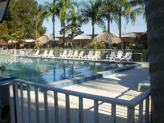 Warm Mineral Springs Motel: great relaxing jacuzzi & pool