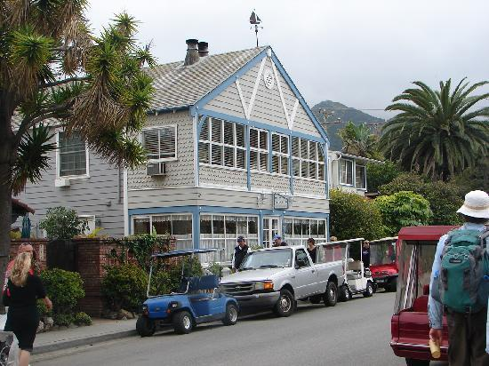 The Old Turner Inn: The outside of the hotel