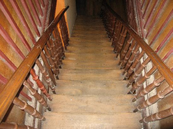 Hostal La Posada Colonial: Stairway to the roof
