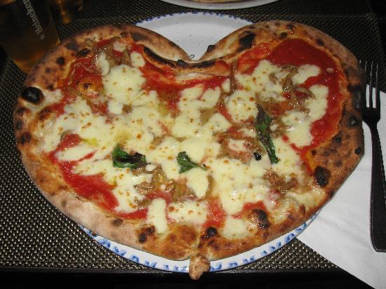 Les Amoureux: La pizza a cuoricino <3