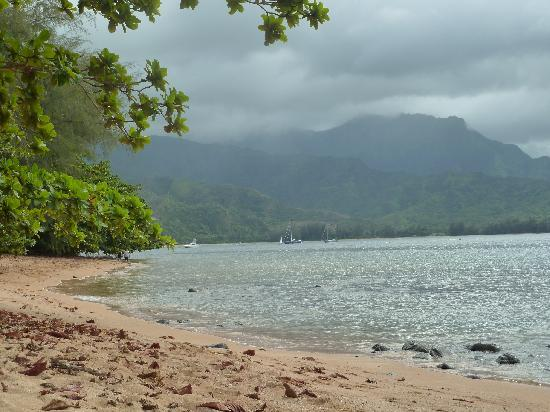 Hanalei Bay Resort: View from the beach at HBR