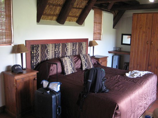 Matyholweni Rest Camp: spacious room