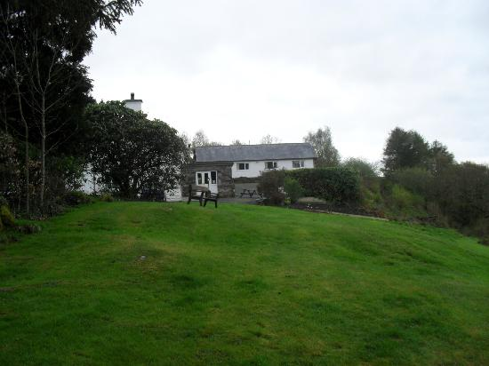 Brynllydan Country Guest House: View of Brynllydan from the grounds