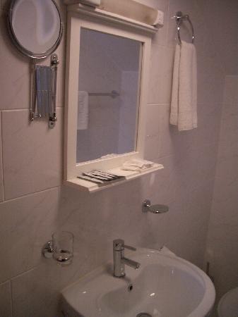 Britannia Inn Hotel: bathroom