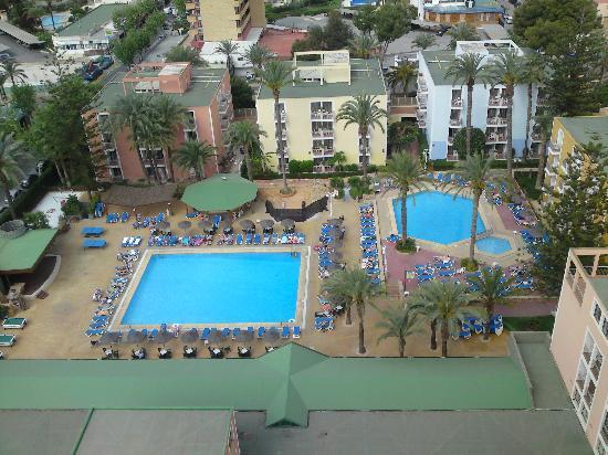 Servigroup Pueblo Benidorm : pool views from balcony