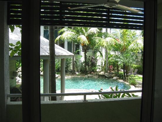Verandahs Boutique Apartments: Pool from our porch