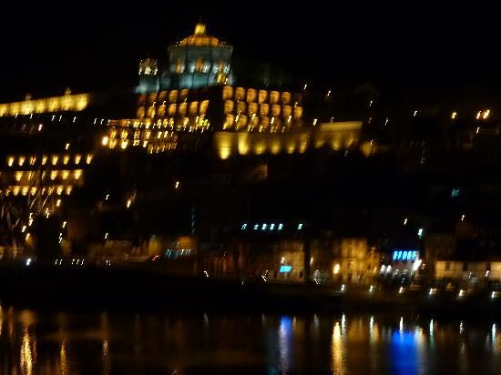 Guest House Douro: vue de la chambre de nuit