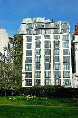 The Athenaeum Hotel & Residences: The Athenaeum from Green Park