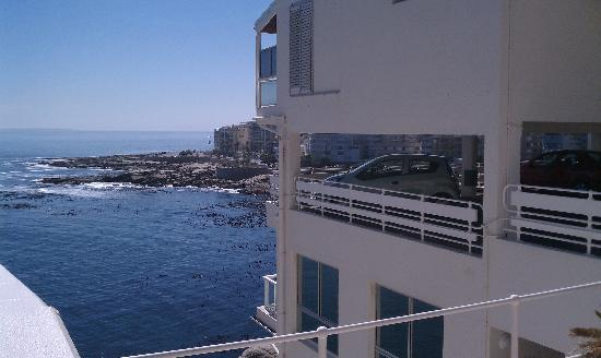 Bantry Bay International Vacation Resort: Side of Hotel