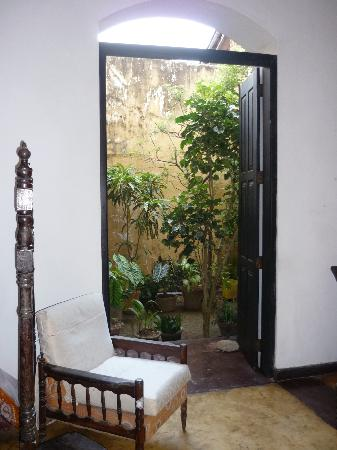 Mrs Khalid's Guest House: The courtyard