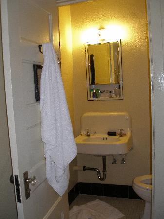 The Historic Hotel Congress: Bathroom