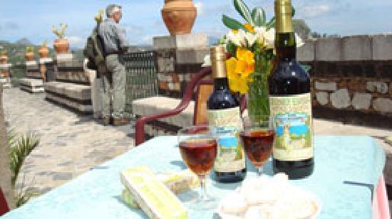 Antico Caffe San Giorgio : Vino alla Mandorla Castelmola