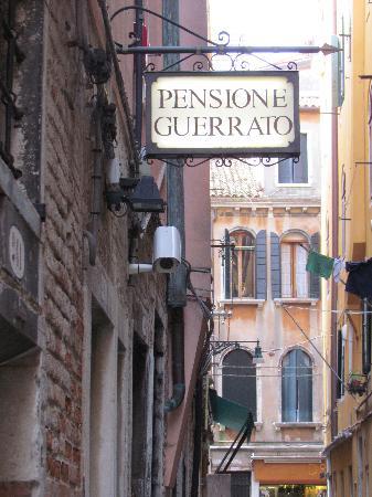 Pensione Guerrato: hotel sign