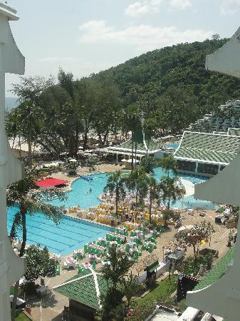Le Meridien Phuket Beach Resort : Aussicht auf die Poollandschaft