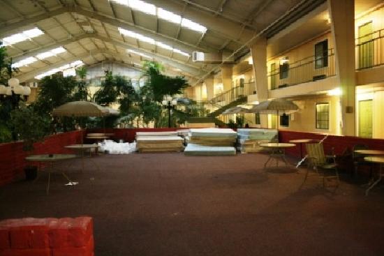 Econo Lodge : mattresses???