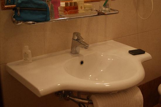 Hotel Executive Florence: baño nuevo