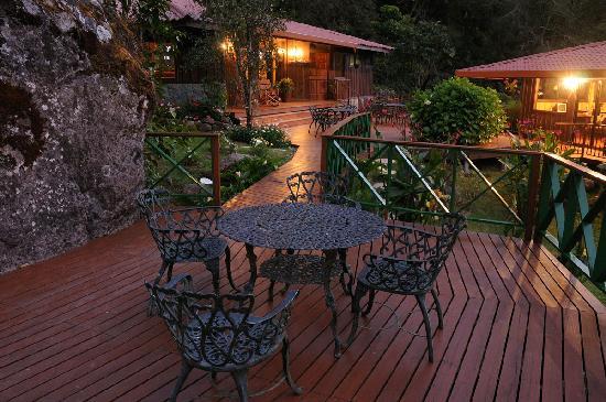 Trogon Lodge San Gerardo de Dota: At night